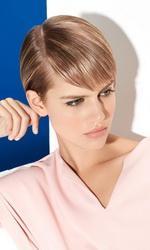 Гладкая укладка с эффектом влажных волос