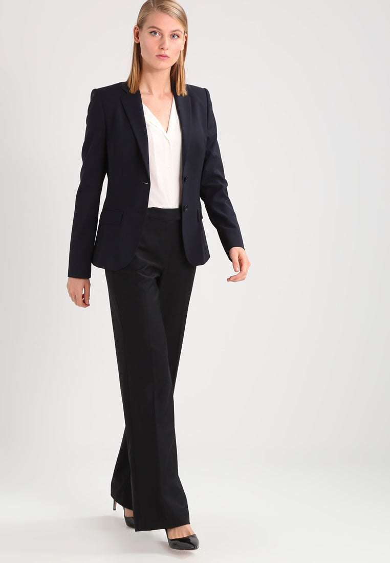 7ec014d1099 Консервативный деловой костюм Hugo Консервативный деловой костюм  Профессиональный деловой костюм Mango ...