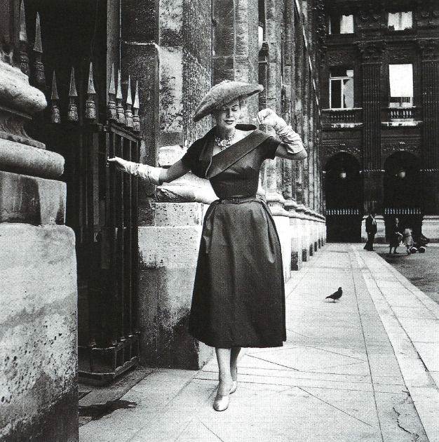 Model in Dior's Paris, photo by Willy Maywald, 1952 год