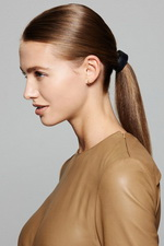 Низкий хвост – причёска для офиса, похода в театр или ресторан