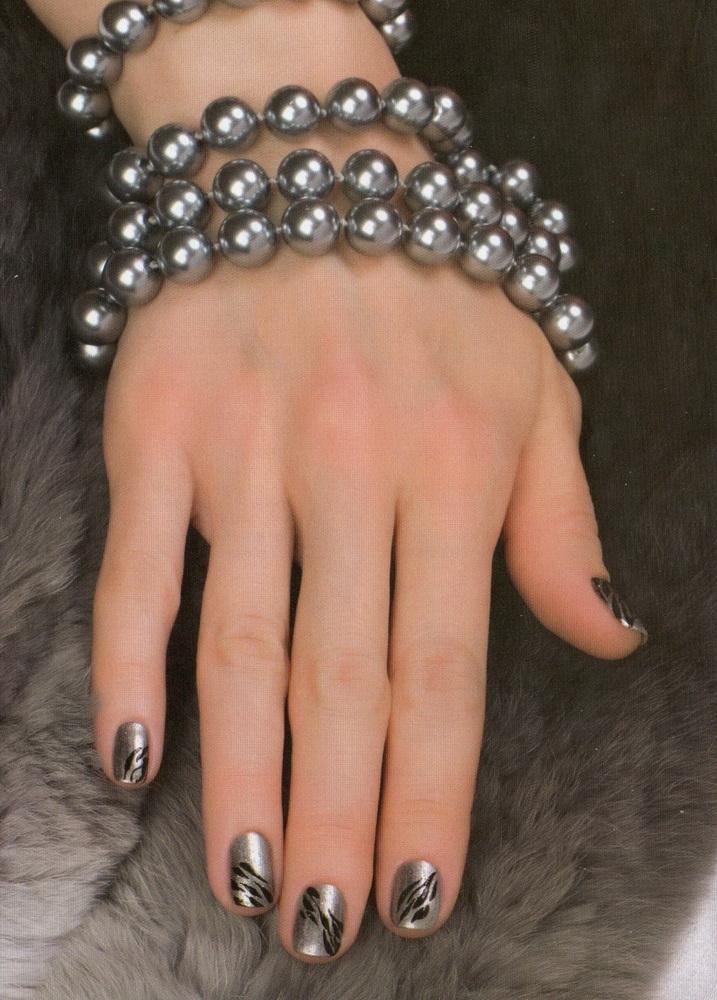 Маникюр серебро с цветом