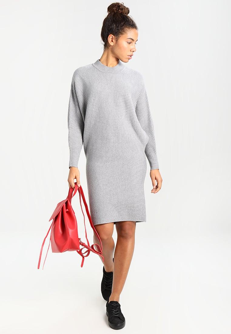 Модні трикотажні сукні осені-зими 2017 18  10 трендів сезону - Жіночий  журнал TerraWoman.UA 11e4450802f78